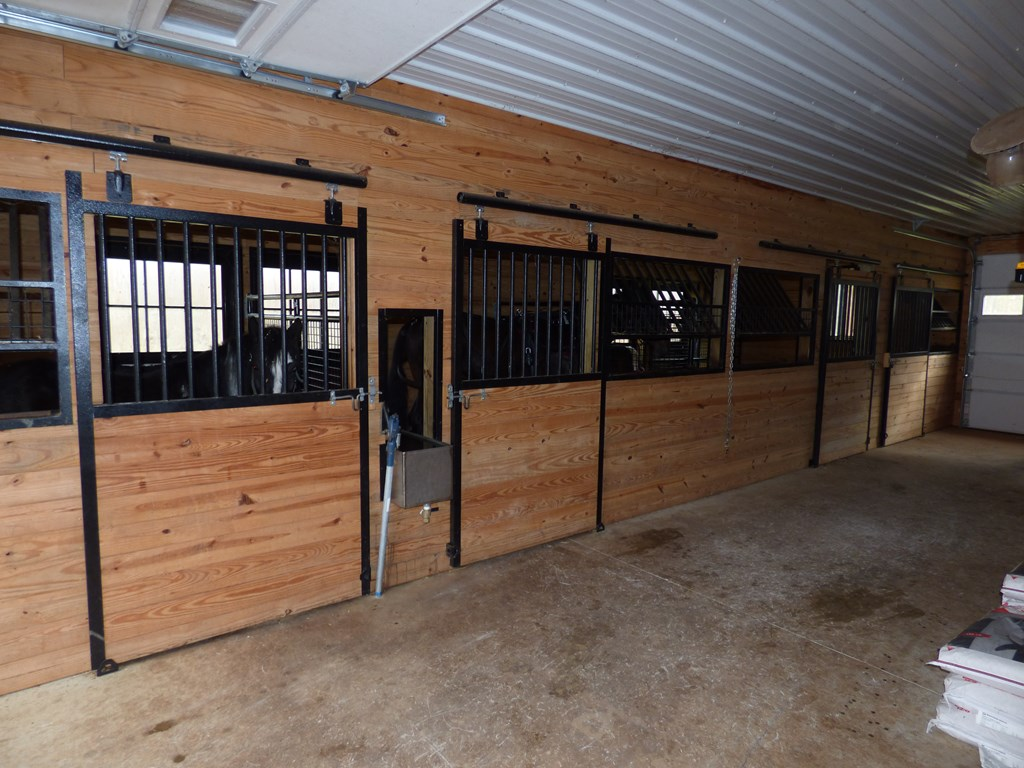Stable/3 car garage