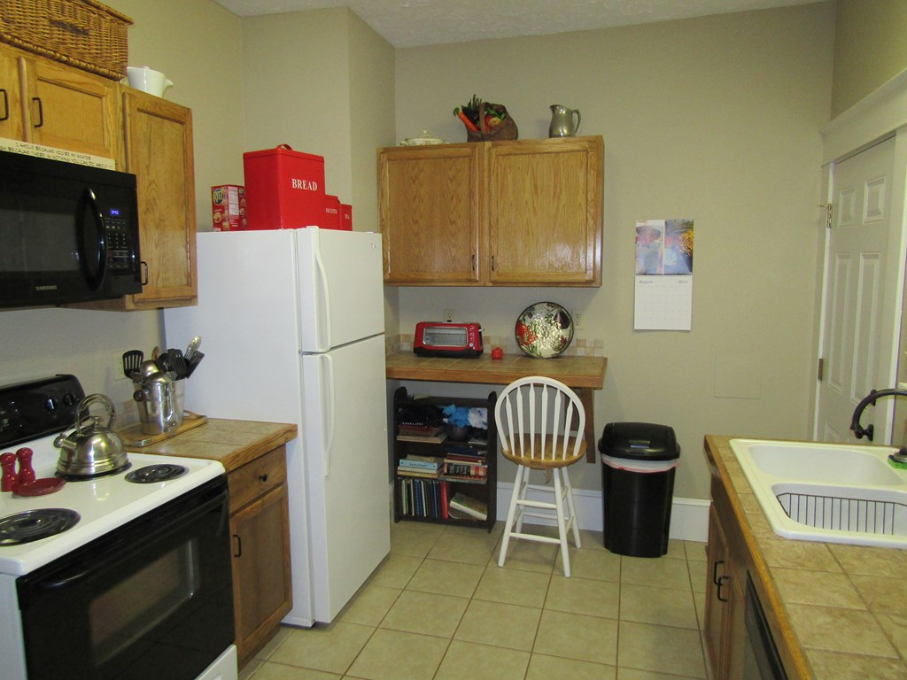 Apt B Kitchen
